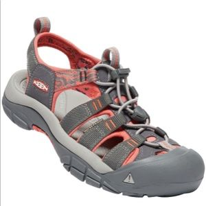 NWOT Keen Grey and Salmon Newport H2 Sandals 9